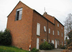 Refurbishment and adaptation of Mill House to extend dwelling: Flore, Northamptonshire 5